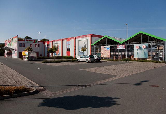 Frontalansicht des Toom-Baumarktes in Lügde